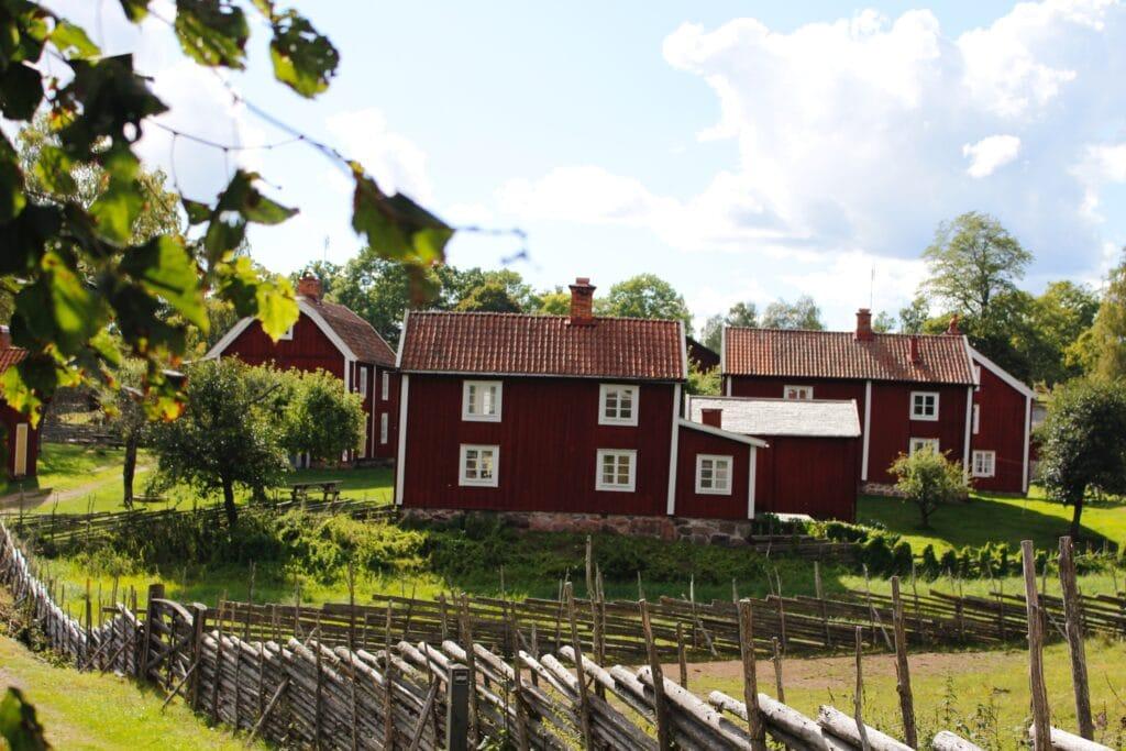 Röda hus i Stensjö by