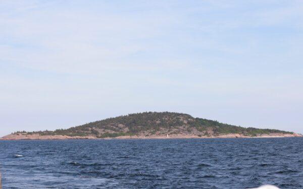 Blå Jungfrun på horisonten
