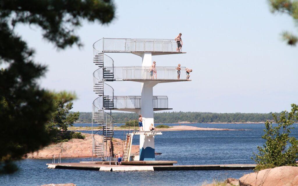 Hopptornet på Gunnarsös badplats erbjuder höjder som passar alla.